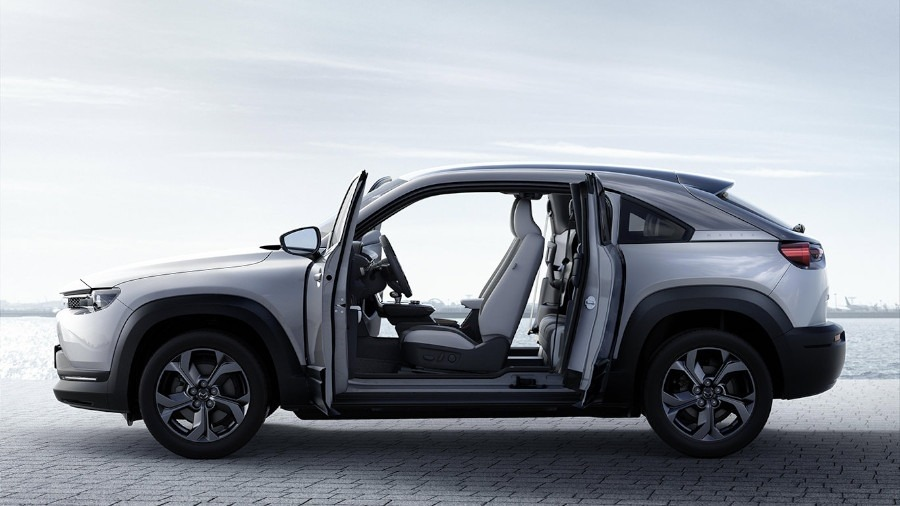 Pentagon Renault Lincoln Gets Ready To Welcome The New Renault Alaskan